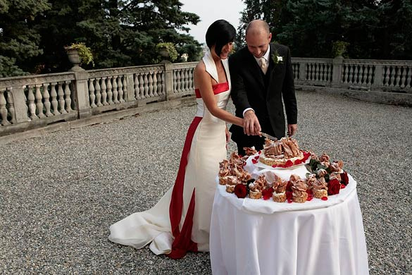 Chocolate-wedding-cake-in-Italy
