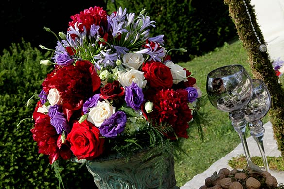 country-floral-arrangements-in-Italy