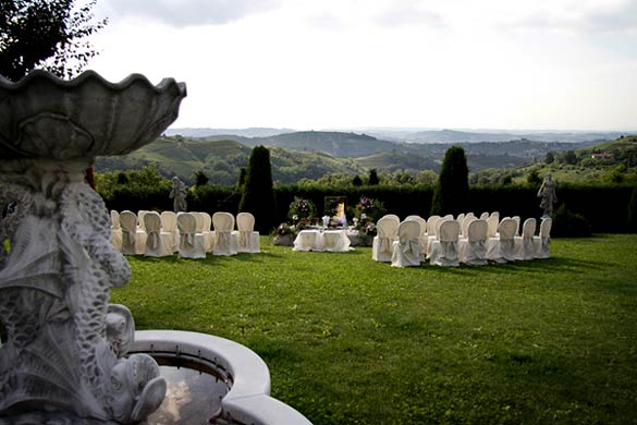 wedding-ceremony-in-Langhe-vineyards-Italy