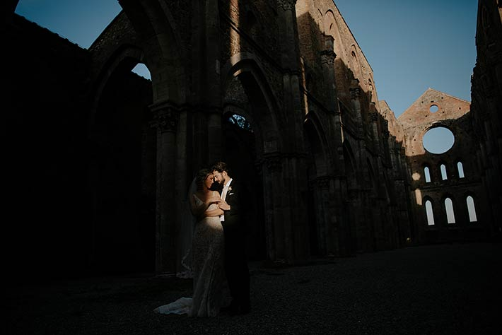 Wedding at the abbey without the roof in Tuscany